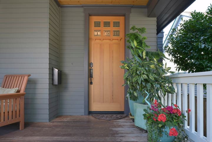 Private 1BD suite with parking - Madrona Craftsman