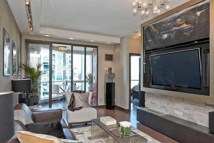 Luxury Harborfront Penthouse Condo