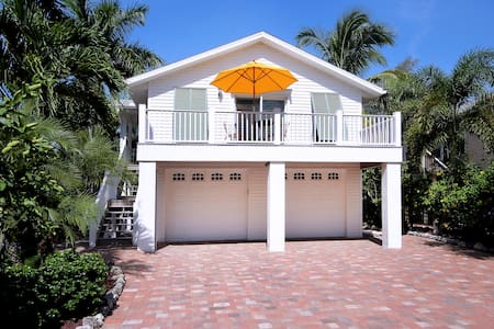 La Casa on Mango, heated pool, 3 min walk to beach