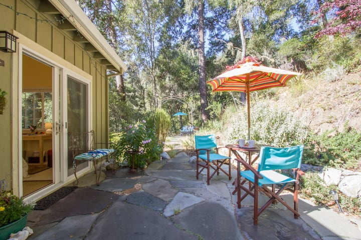 Aptos Forest Retreat with Hot Tub & Breakfast
