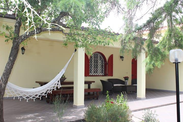 Villa Messapia, un tuffo tra campagna e mare
