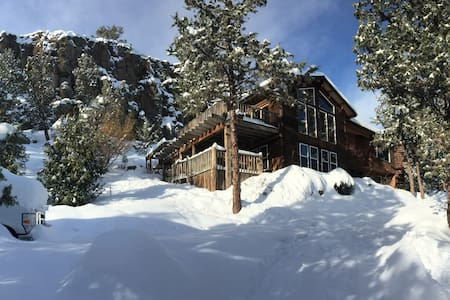 Art House nestled in the Rimrock - Prineville - Casa