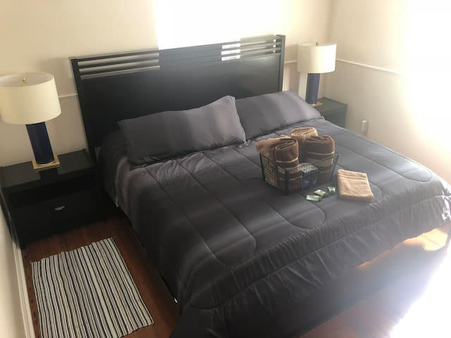 King Size Private Room LakeWorth  English/Spanish