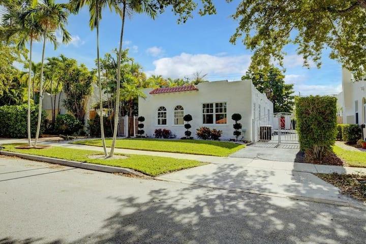 LA CASITA FLAMENCO- Historic Flamingo Park Home