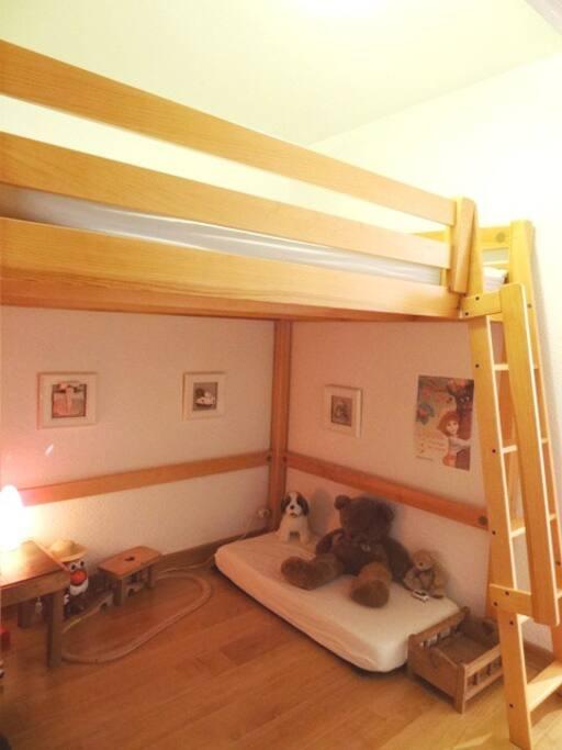 Coin montagnes pour enfants Un lit gigogne a été rajouté