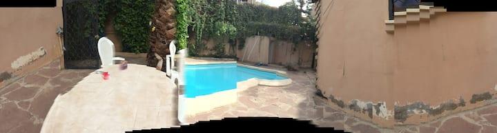 Grande villa avec piscine et jardin ,