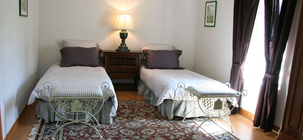 Chambres d'hôtes de charme - Bournand - Bed & Breakfast