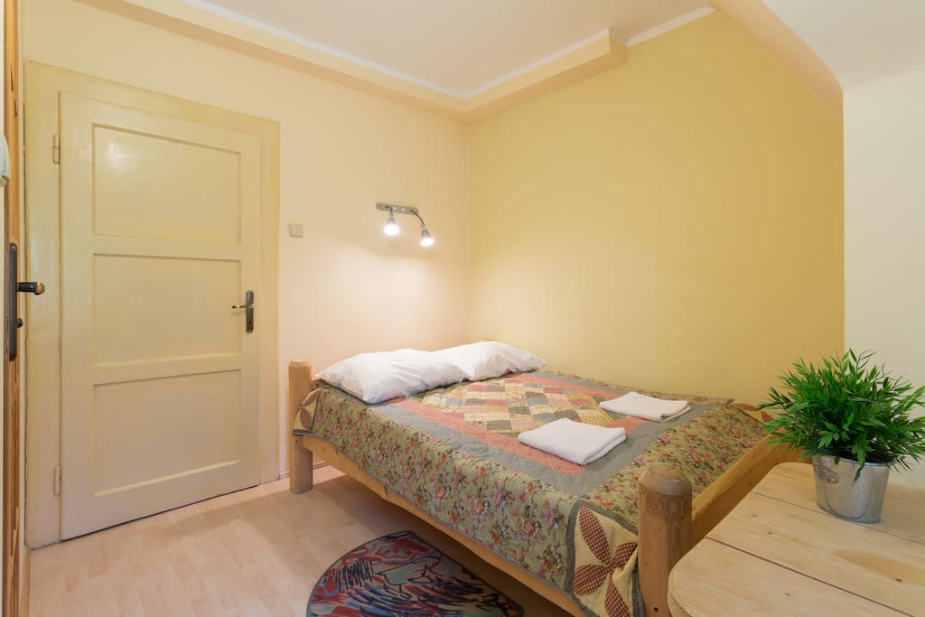 Double room w/double  beds sleep 1-2