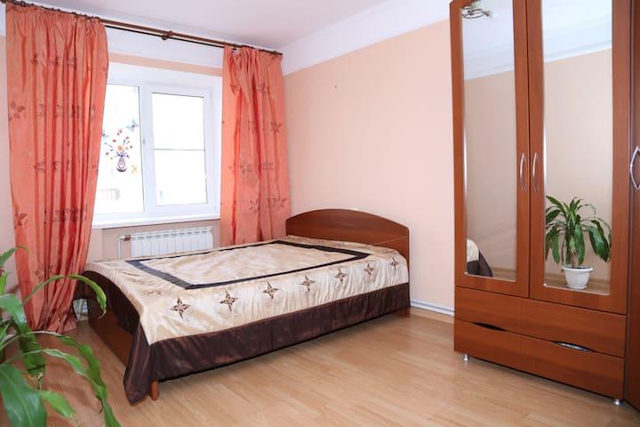 3 комнатная просторная квартира в удобном месте - Астрахань - Huoneisto