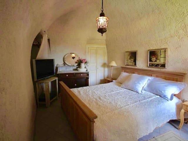 Petite maison de charme entre mer et montagne - Lama - House