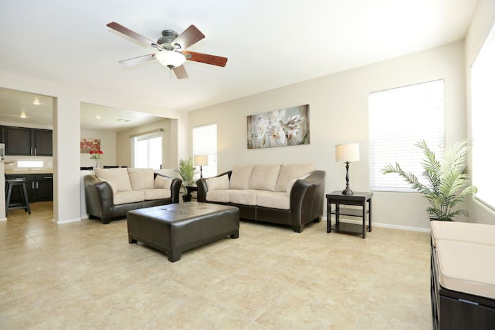 Clean Cozy & Modern 3BR House 欢迎 - 12m to Strip! - Las Vegas - Casa