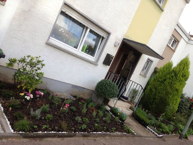 Charming 70's House with Garden - Frankfurt - Ev