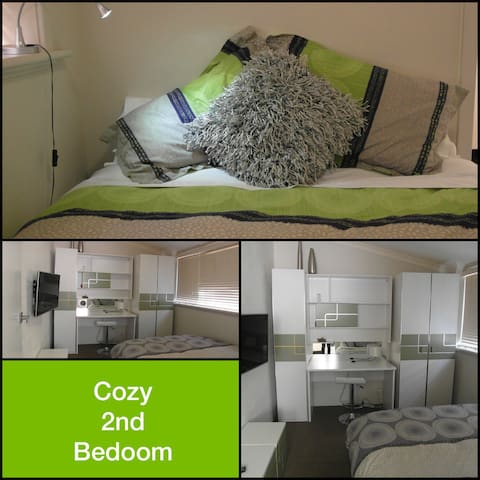 2ND BEDROOM IS VERY CUTE WHICH HAS A QUEEN SIZE BED & 42in LCD TV/DVD