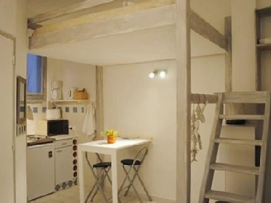 studio avec mezzanine lit double
