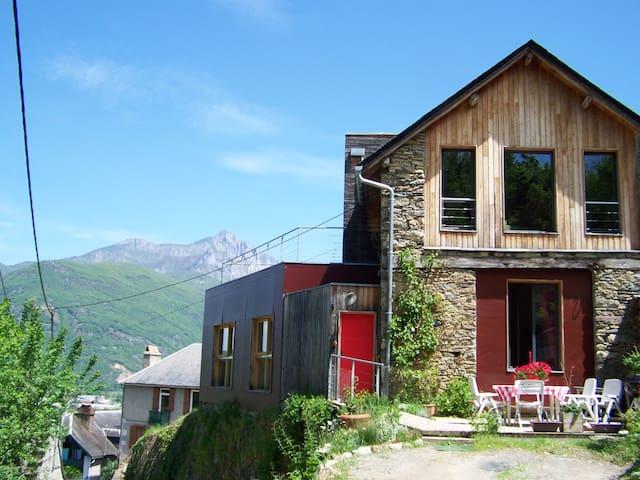 Grande grange rénovée pyrénées - Cierp-Gaud - House