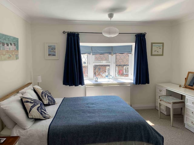 King sized spacious double bedroom - generous room space, providing room for cot if required.  Lovely village street views from bedroom window.