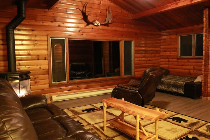 Leavenworth riverfront cabin w/htub - ลีเวนเวิร์ธ - กระท่อม