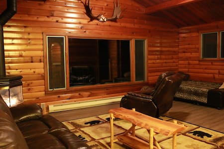 Leavenworth riverfront cabin w/htub - Leavenworth - Cabin