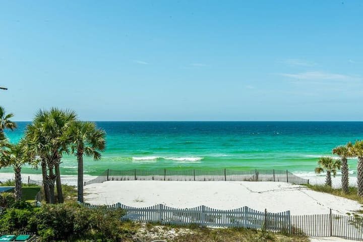 """""""Waterside Wave"""" - Gulf Trace - Private Pool - Gulf Views - 100 Steps to the Water - Sleeps 14"""
