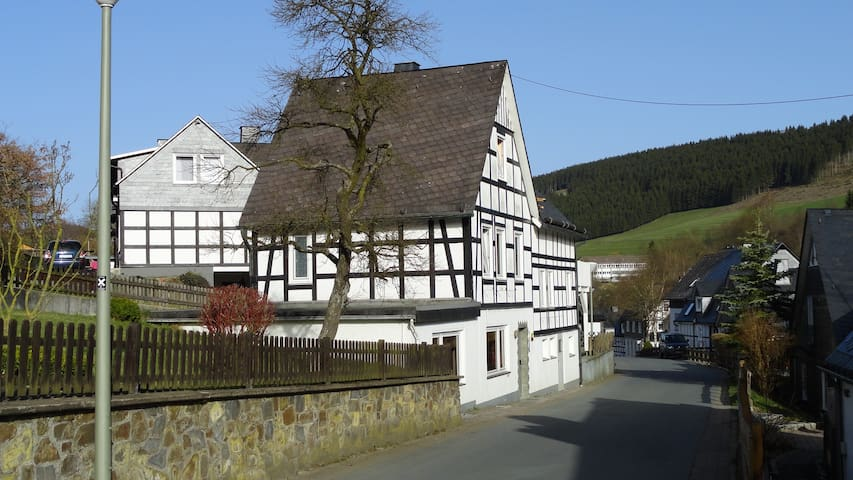 Vakwerkhuis 6p. Westfeld Sauerland - Schmallenberg - บ้าน