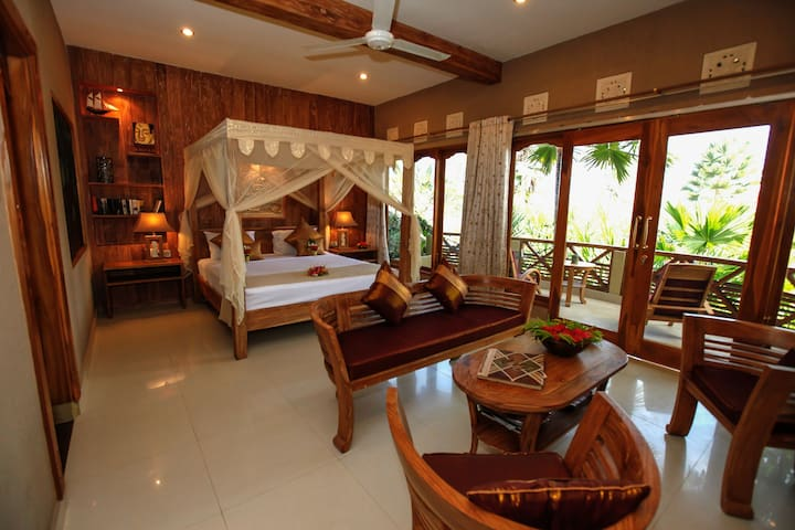 Romantic Gold Suite with Ocean View - Pekutatan - Apartamento