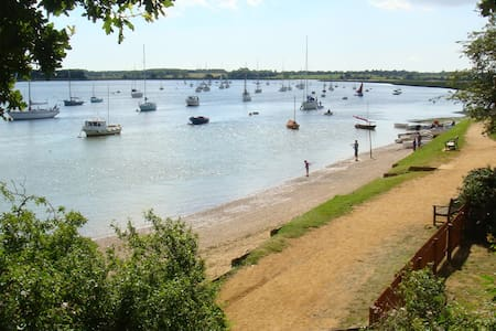Suffolk's secret Holiday Cottage - Waldringfield  Woodbridge - House