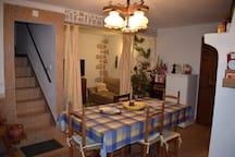 Sala e corredor para o 1ºandar/Living room and staircase to the 1st floor