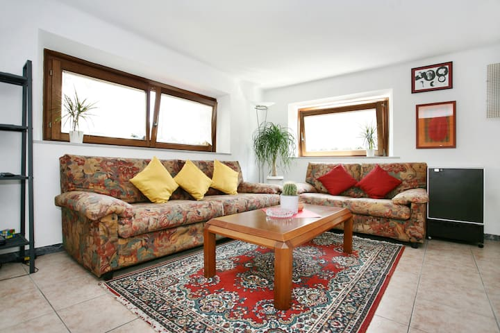 Apartment in villa + priv. parking