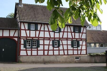 Idyllic countryside farmhouse 4-7 p