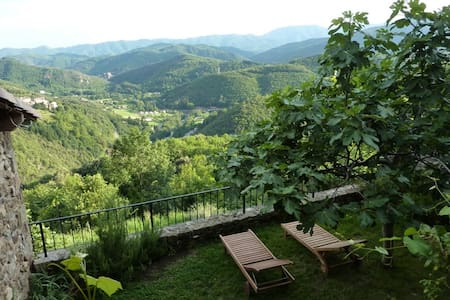 Private holiday home, great views - Chirols - 独立屋
