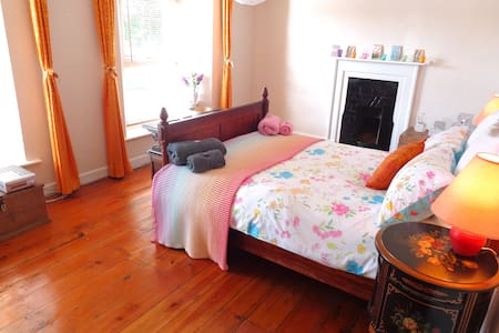 Large Lovely Double - with Bathroom & Sitting Room - Pembroke