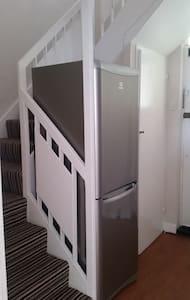 SPACIOUS MODERN AMAZING ROOM NEAR  CANARY WHARF ST - London - Apartment