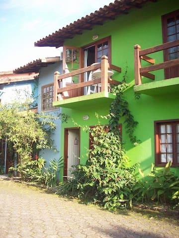 Casa aconchegante em condomínio com piscina - Paraty - Apartament