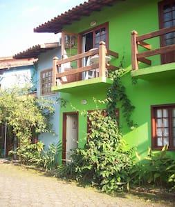 Casa aconchegante em condomínio com piscina - Paraty - Wohnung