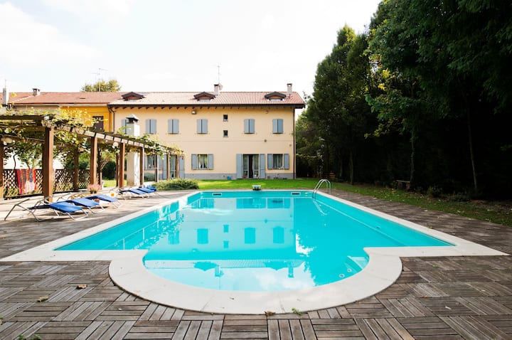 B&B Cascina San Giovanni  camera azzurra -Monza