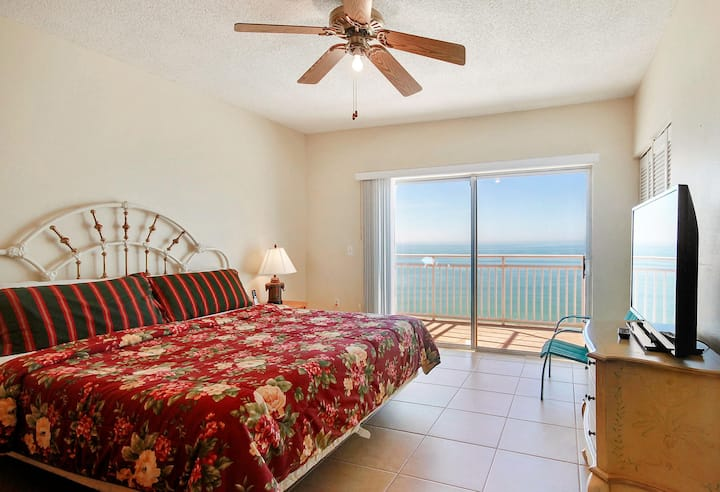 Sunset Chateau 611 Beachfront / 3 Bedrooms / Walk To Caddy's!