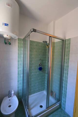 doccia nel secondo bagno