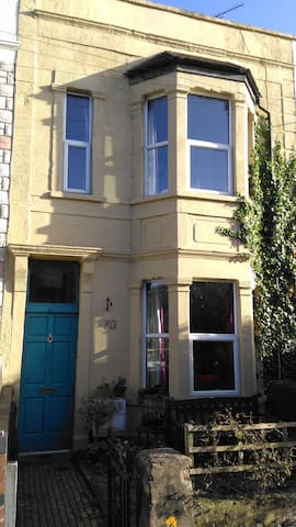 Cosy Victorian Terraced House for Tall People - Bristol - Huis