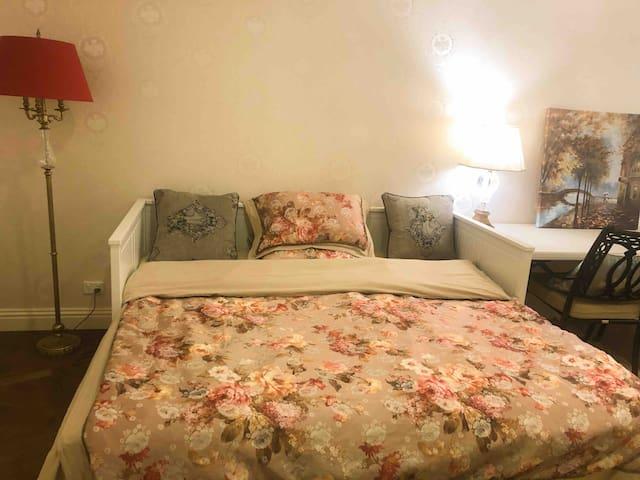 博士山南别墅小房间10平米,一年不到的新房。