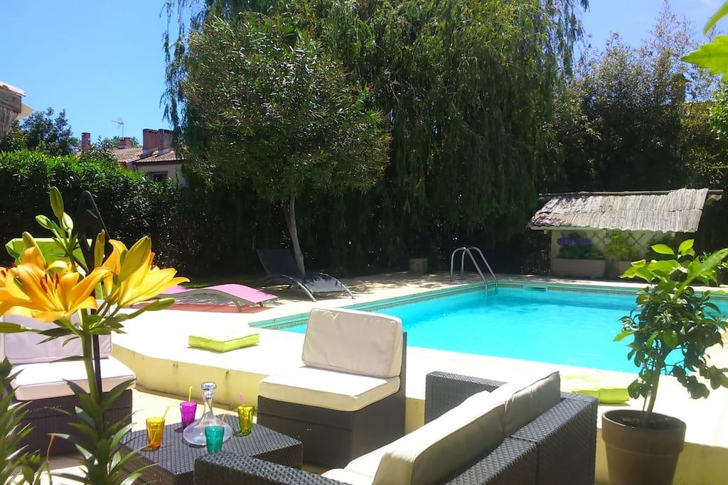 Terrasse et salon extérieur, piscine