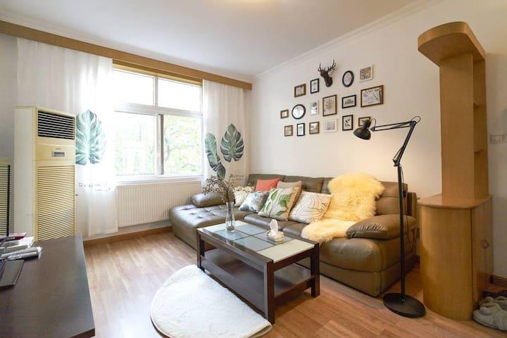 couchsurfing 市中心沙发客首选@中山公园 2/3/4号线 - Shanghai - Apartemen