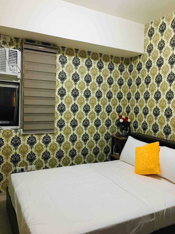 Condo For Rent at Edsa Shaw w/ Netflix ready& Wifi