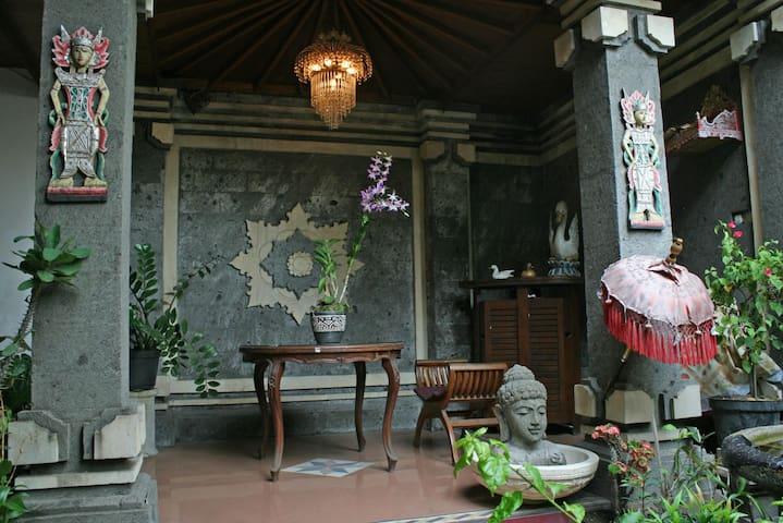 Kuta Griya Guest House - Kuta - Dom