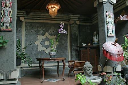 Kuta Griya Guest House - Kuta - House