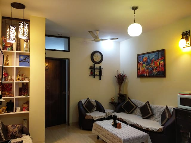 Cozy Private Room +WiFi+Living room & Kitchen A/C - New Delhi - Appartement