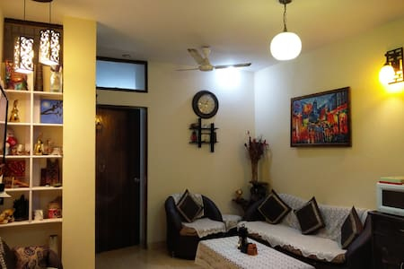 Cozy Private Room +WiFi+Living room & Kitchen A/C - Neu-Delhi - Wohnung