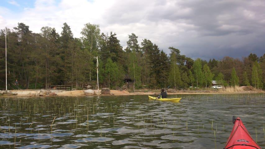 Sovboda i Pitkäpää invid havsstranden