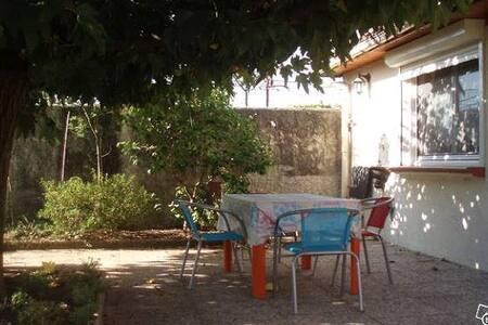 Appartement tout confort plus terrasse. - Beaumes-de-Venise