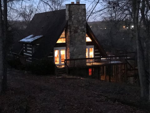 Lakefront Cabin, with majestic Smokey Mtn. views *