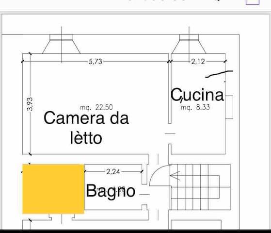 B-locale , composto da camera da letto , cucina abitabile, bangio